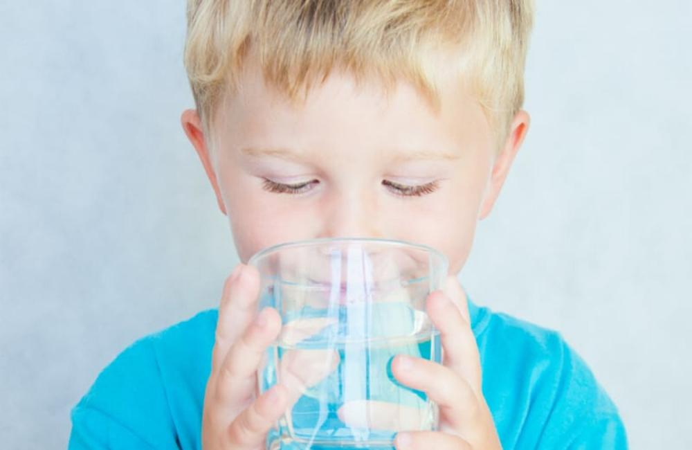 bere acqua erogatori